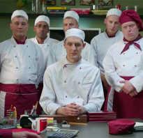 Поваров ресторана возглавляет шеф повар